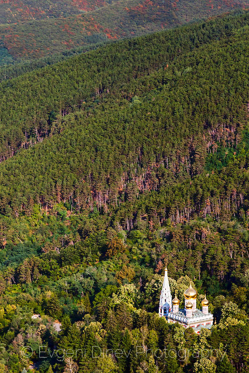 Руски храм над град Шипка