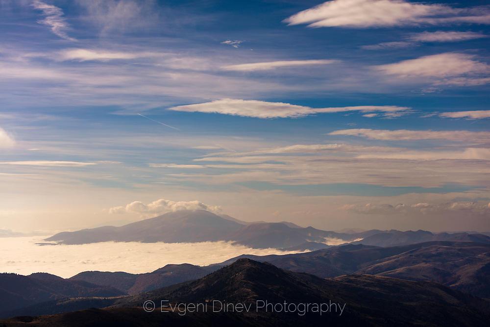 Поглед към връх Вежен
