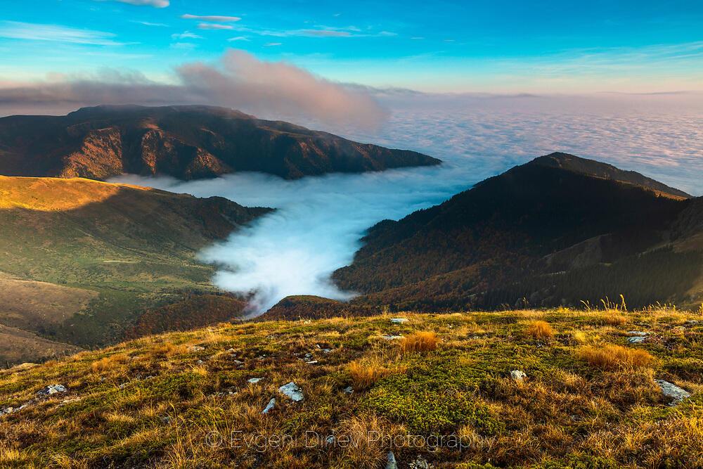 Ръкави от облаци в ждрелата на Балкана