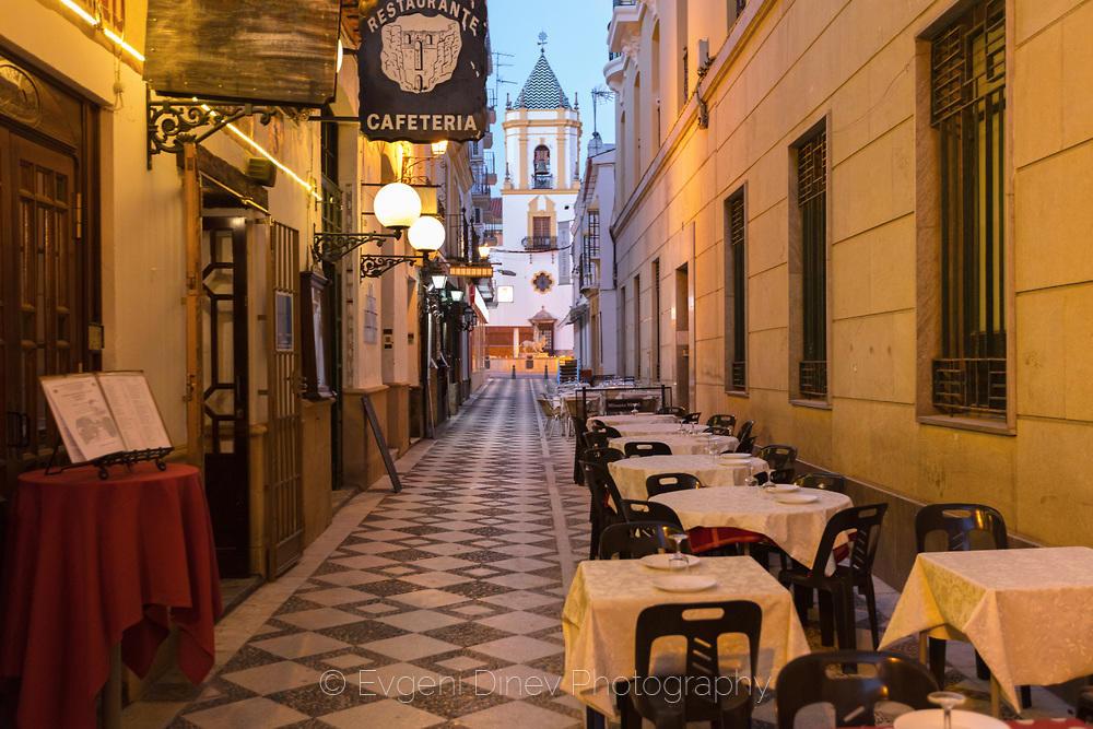 Уличка с ресторант в Ронда