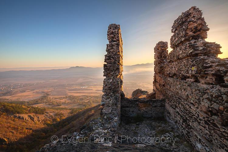 Руини на Аневско кале