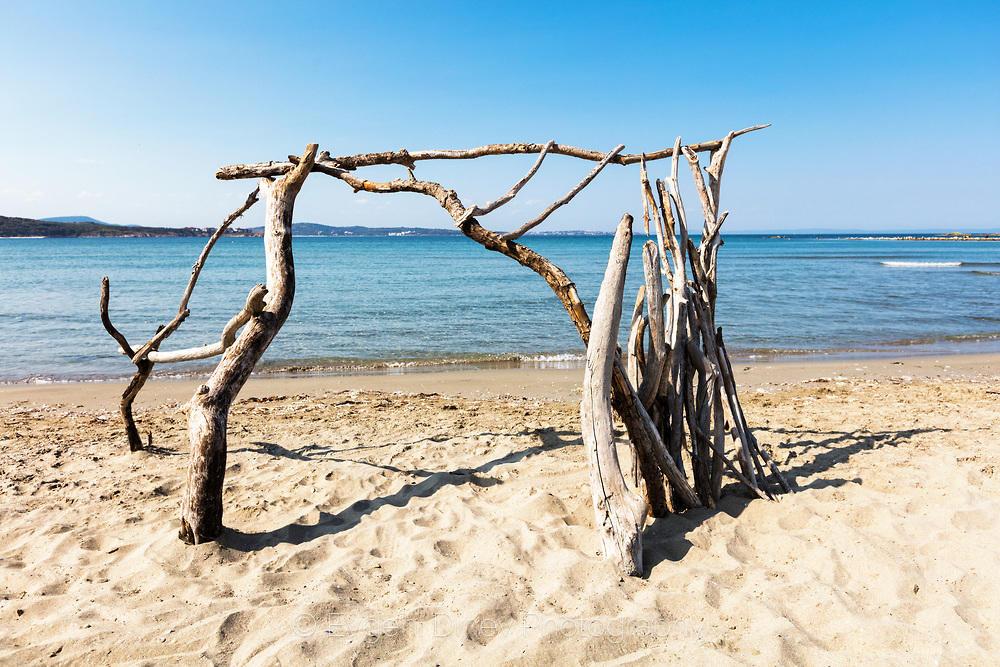 Плажът край между река Ропотамо и Аркутино