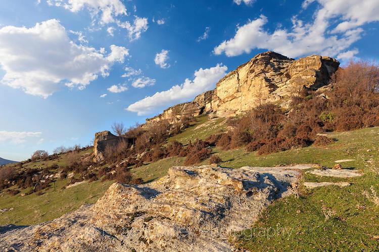 Тракийски ниши под връх Асара