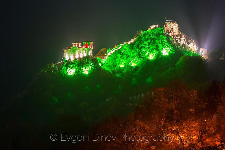Асенова крепост с художествено осветление
