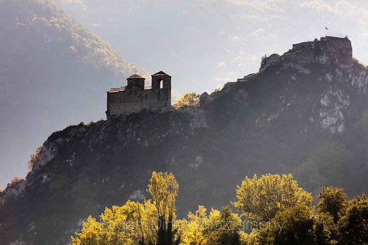 Поглед към Асенова крепост
