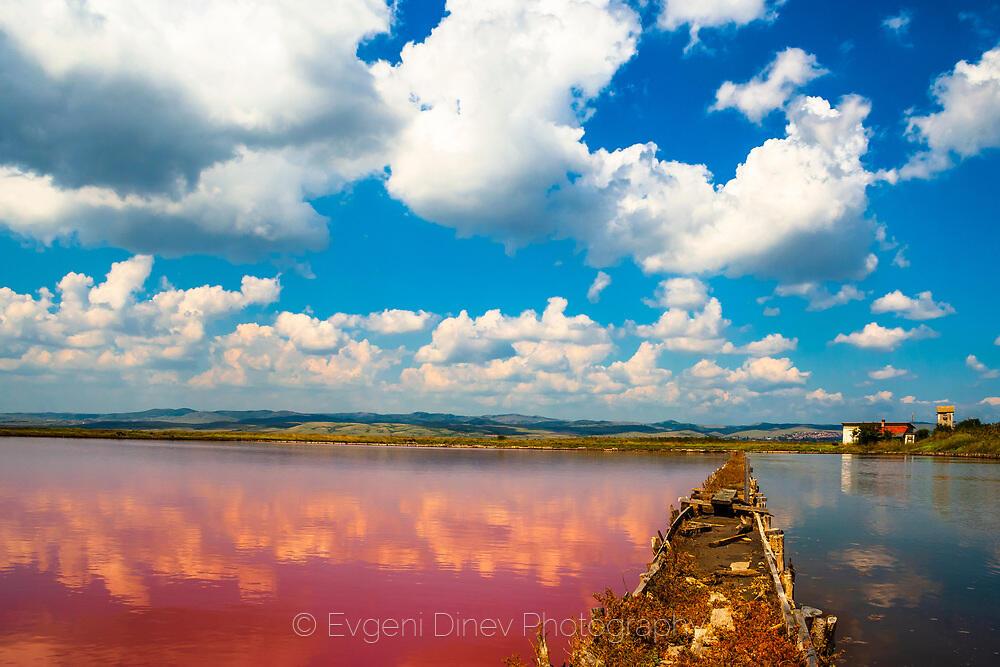 Червеното езеро