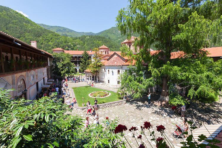 Бачковски манастир в лятна зеленина