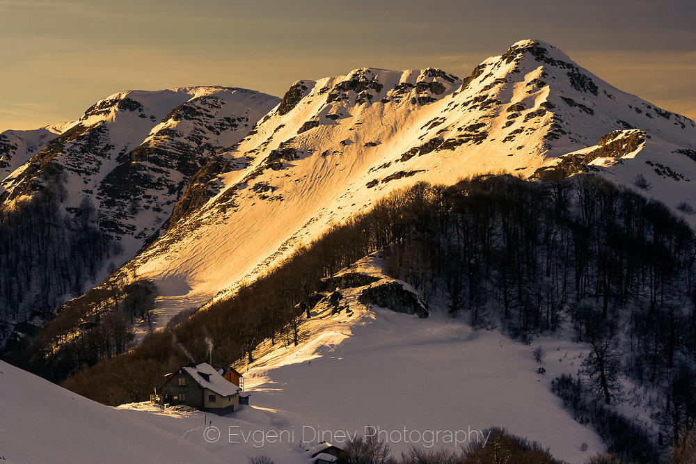 Зимен пейзаж над хижа Мазалат