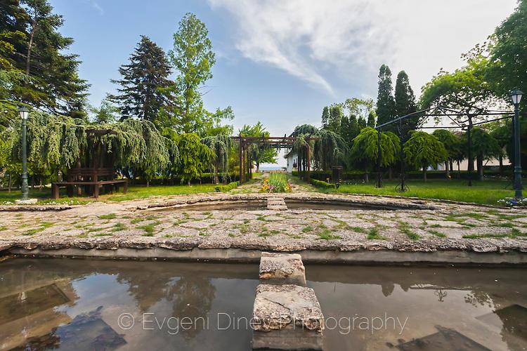 Градина с басейни в Балчишки дворец