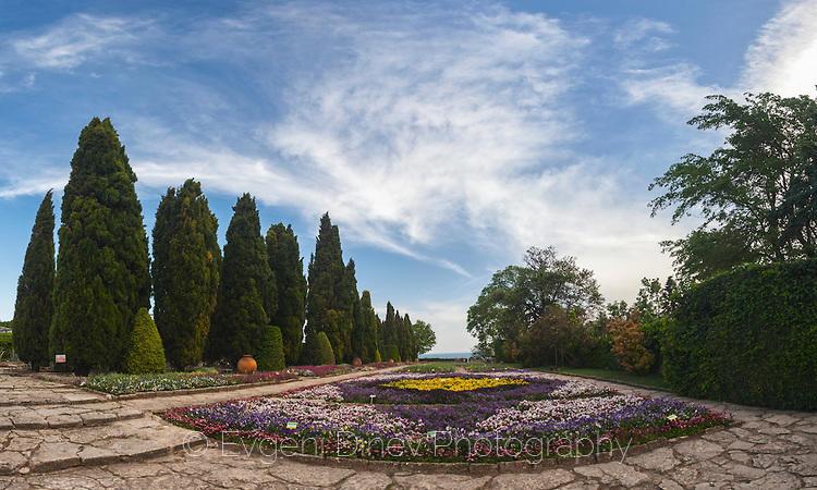 Панорама на градината в Балчишки дворец