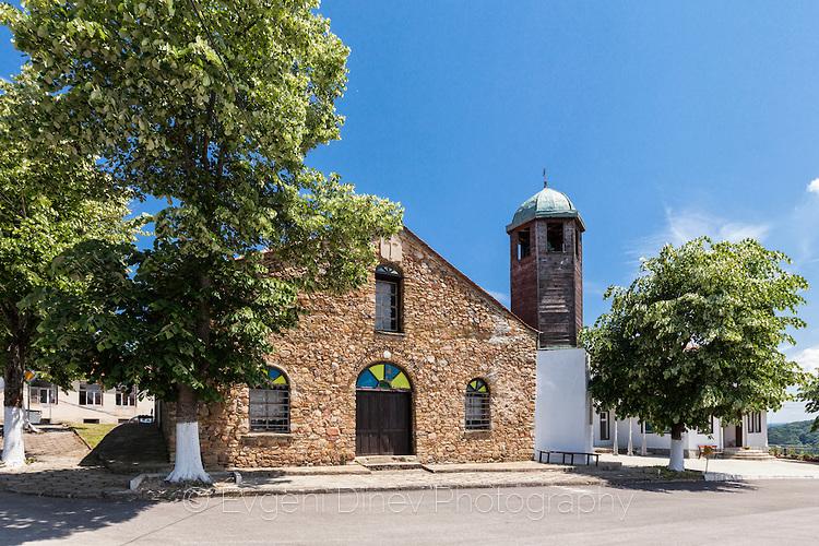 Църквата в село Българи