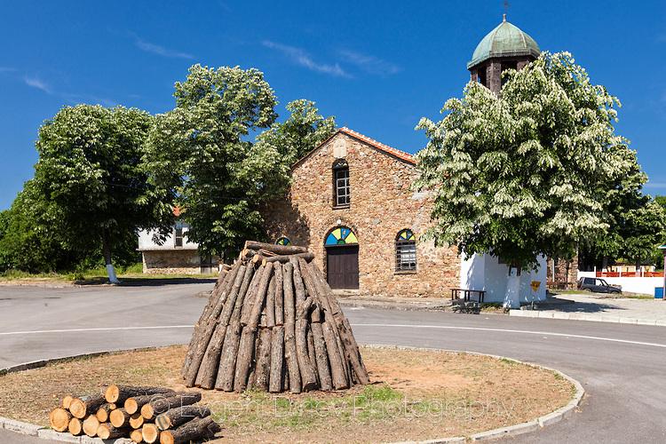 Подготовка за нестинарски обред в село Българи