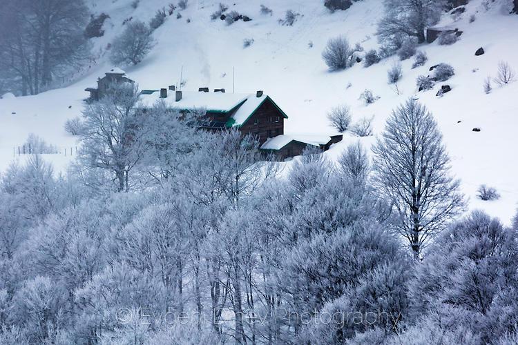 Хижа Рай в снежен плен