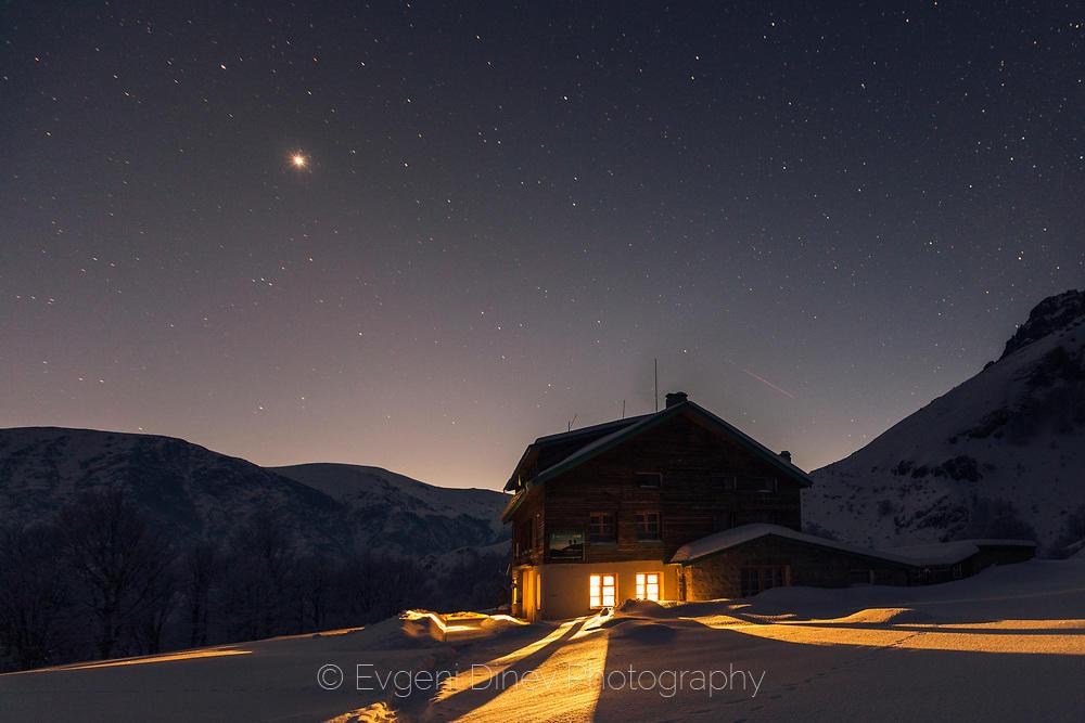 Звездно небе над хижа Рай през зимата