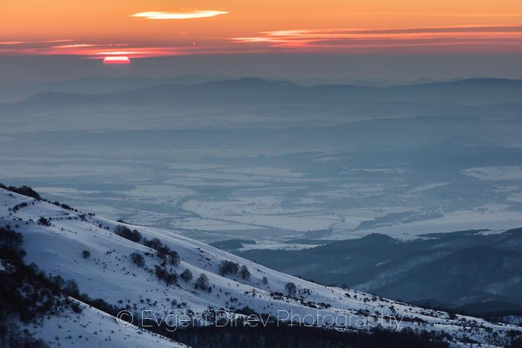 Зимен изгрев в Подбалкана