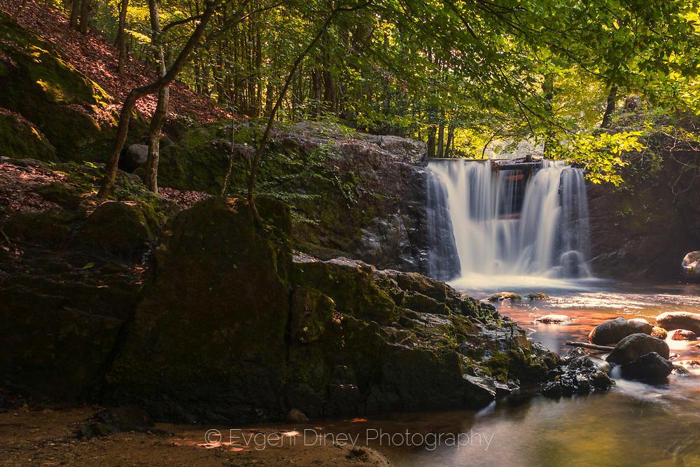 Водопад на река Костина