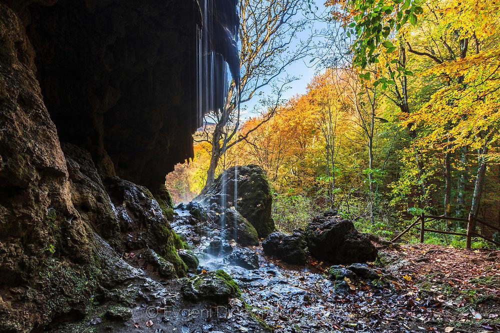 Водопад Варовитец наесен