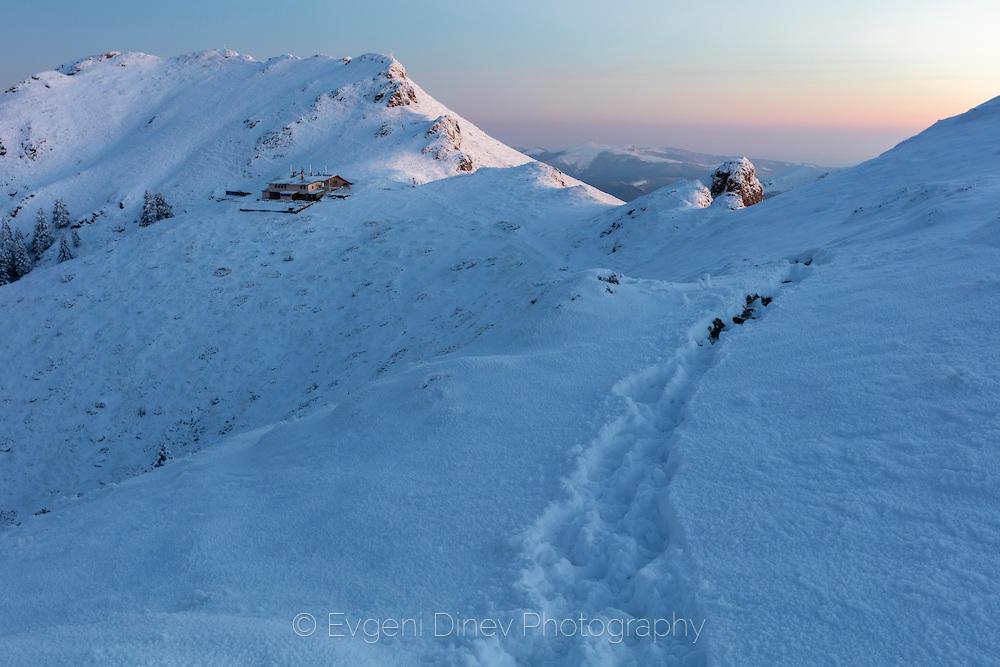 Хижа Ехо насред снежния балкан