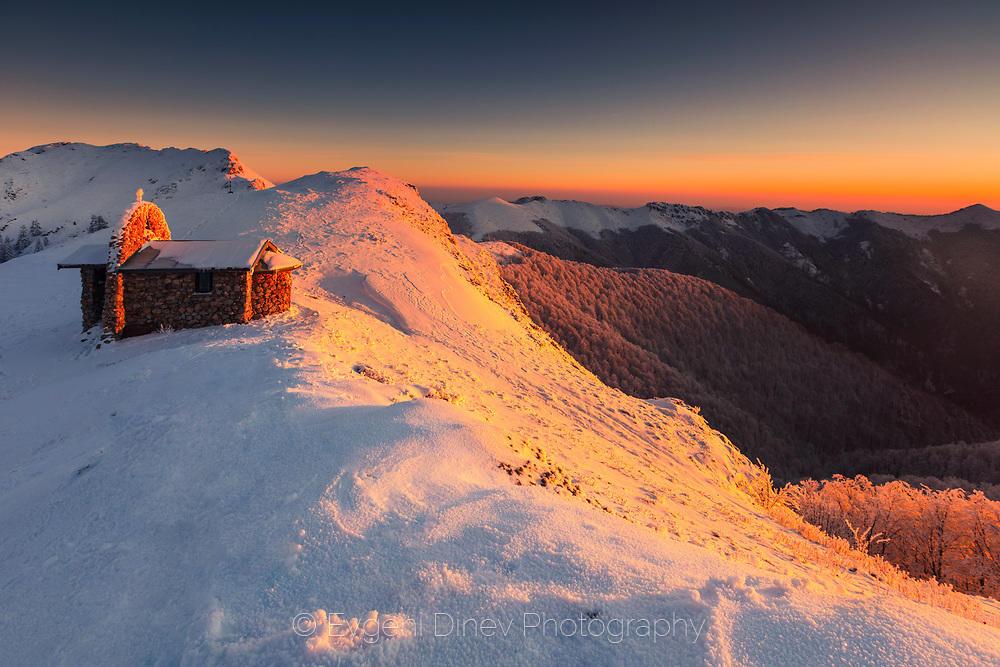 Параклис на върха на планината