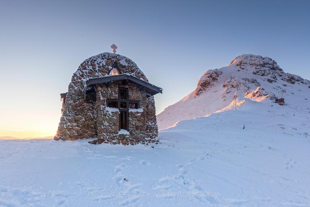 Храм на върха на планината