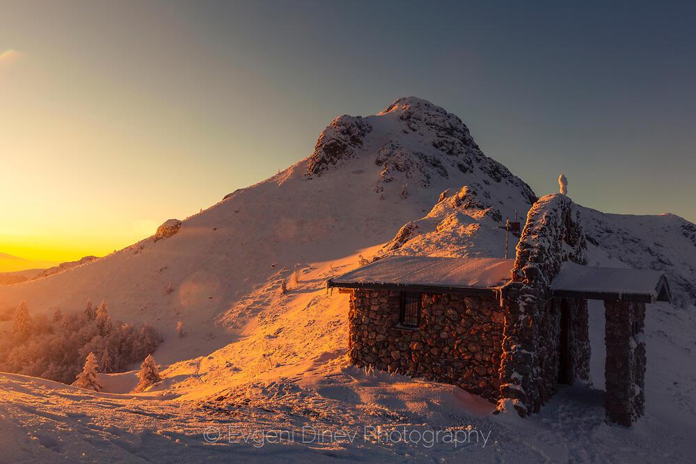 Златният храм на върха на планината