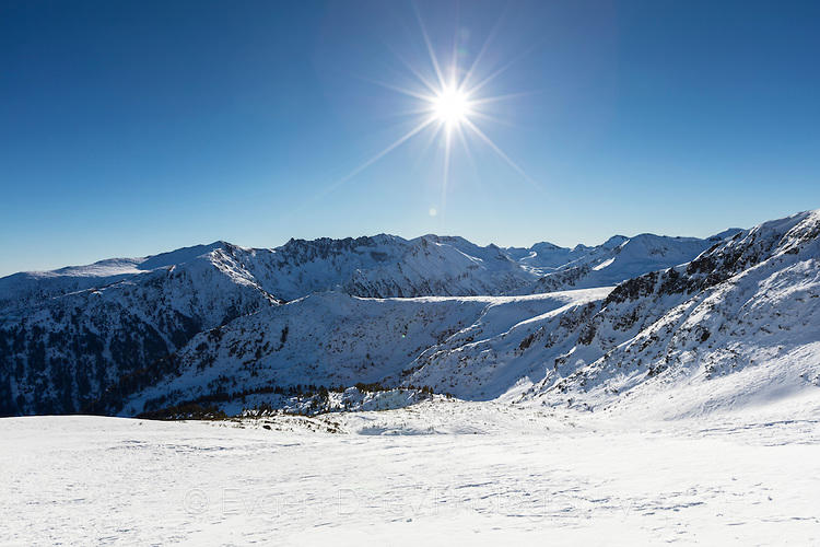 Слънчев и снежен Пирин