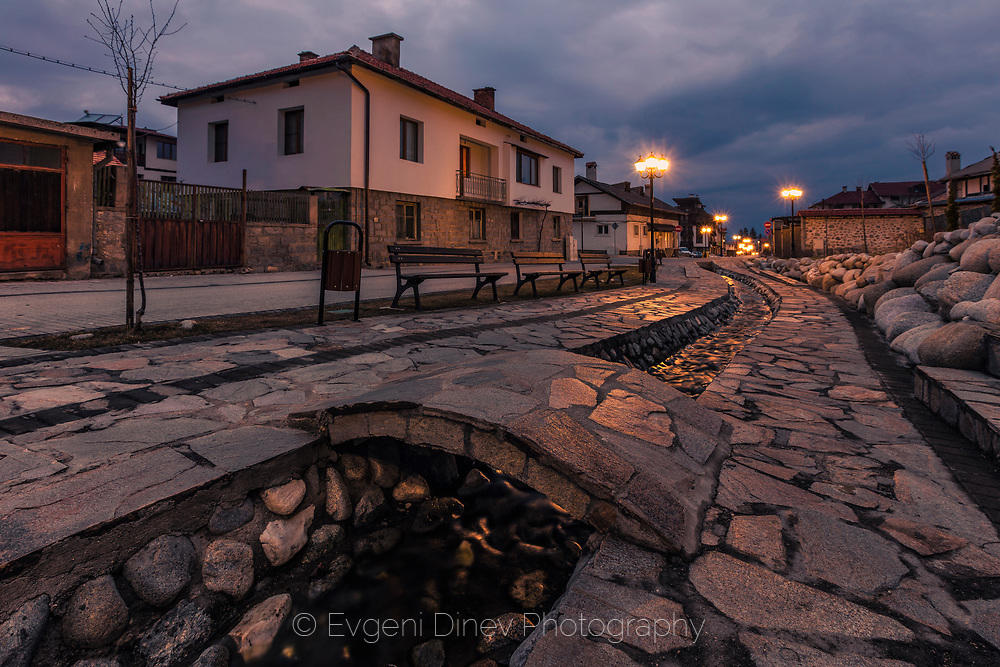 Крайречна алея в Банско