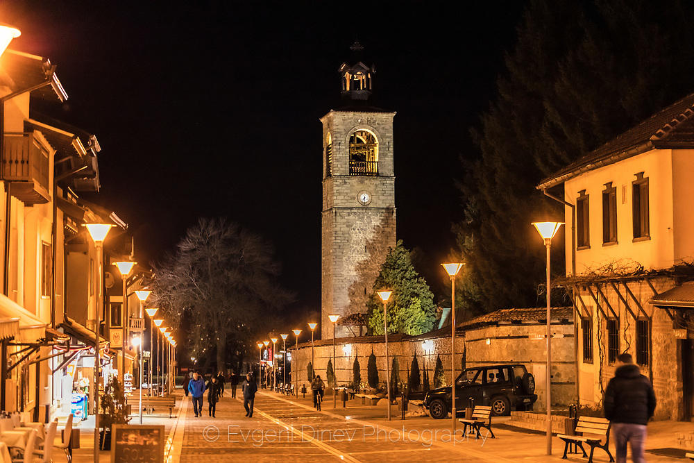 Камбанария с часовник на църквата в Банско