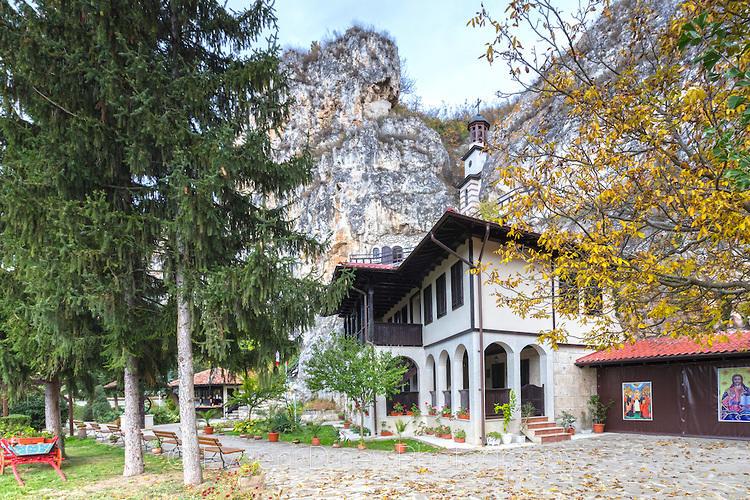 В двора на Басарбовския манастир