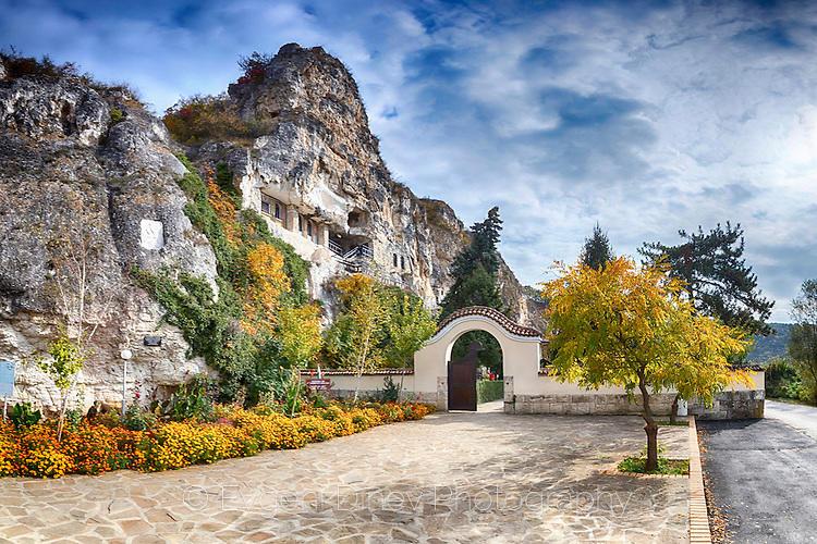 Басарбовския манастир есента
