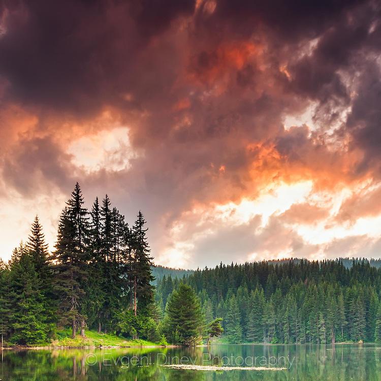 Огнен залез в Родопите