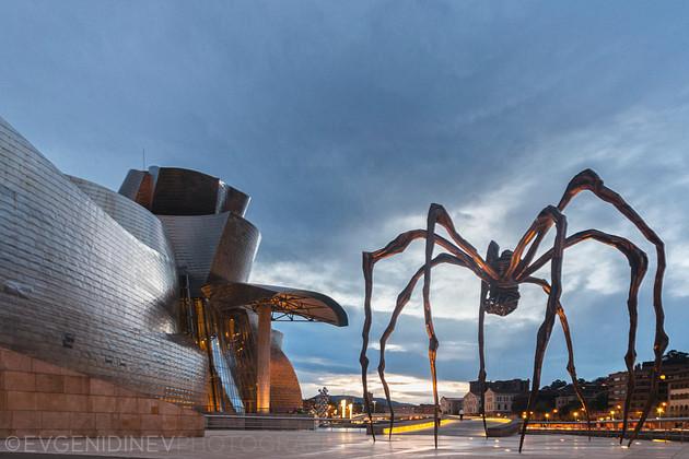 Гигантски паяк до музея Гугенхайм в Билбао