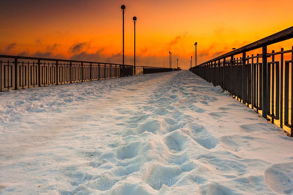Бургаския мост покрит със сняг
