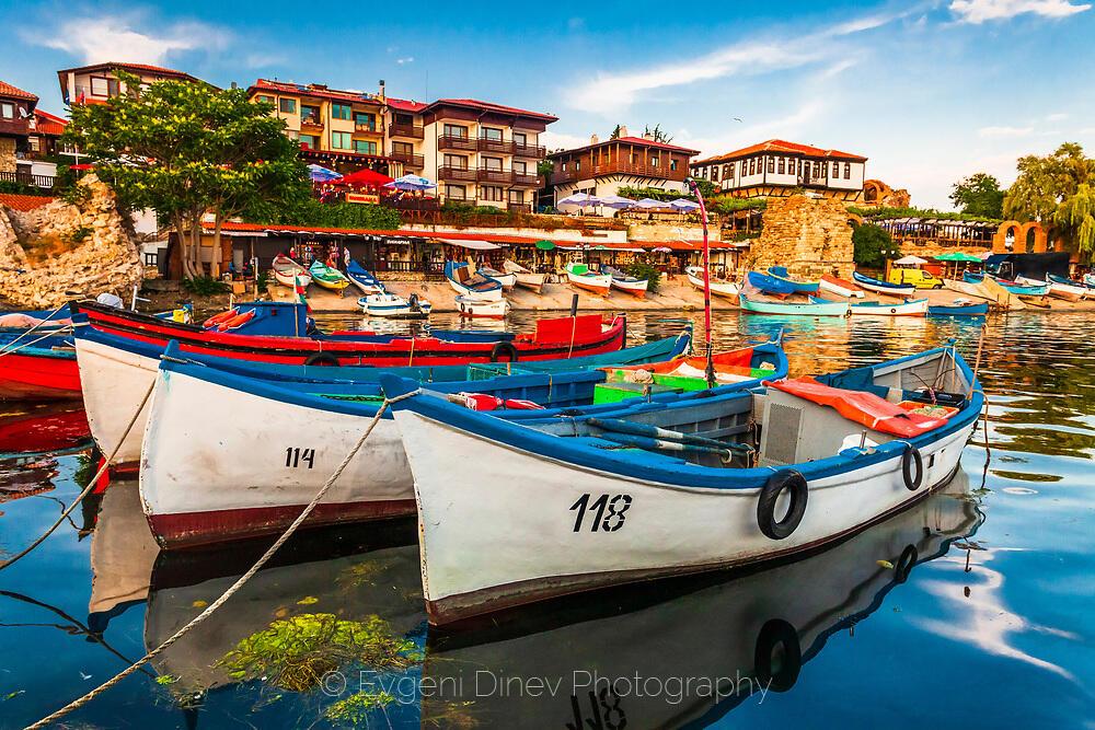 Рибарски лодки в Несебър