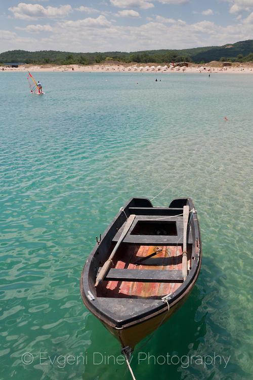 Лодка на аркутинския кей