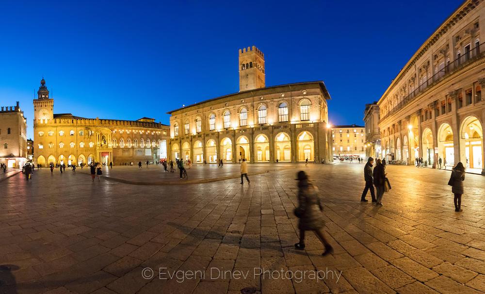Площадът в Болоня