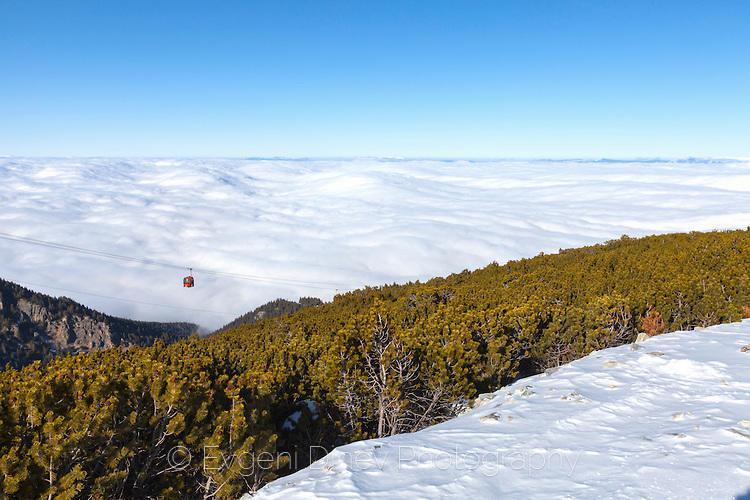 Лифт кабина над облаците