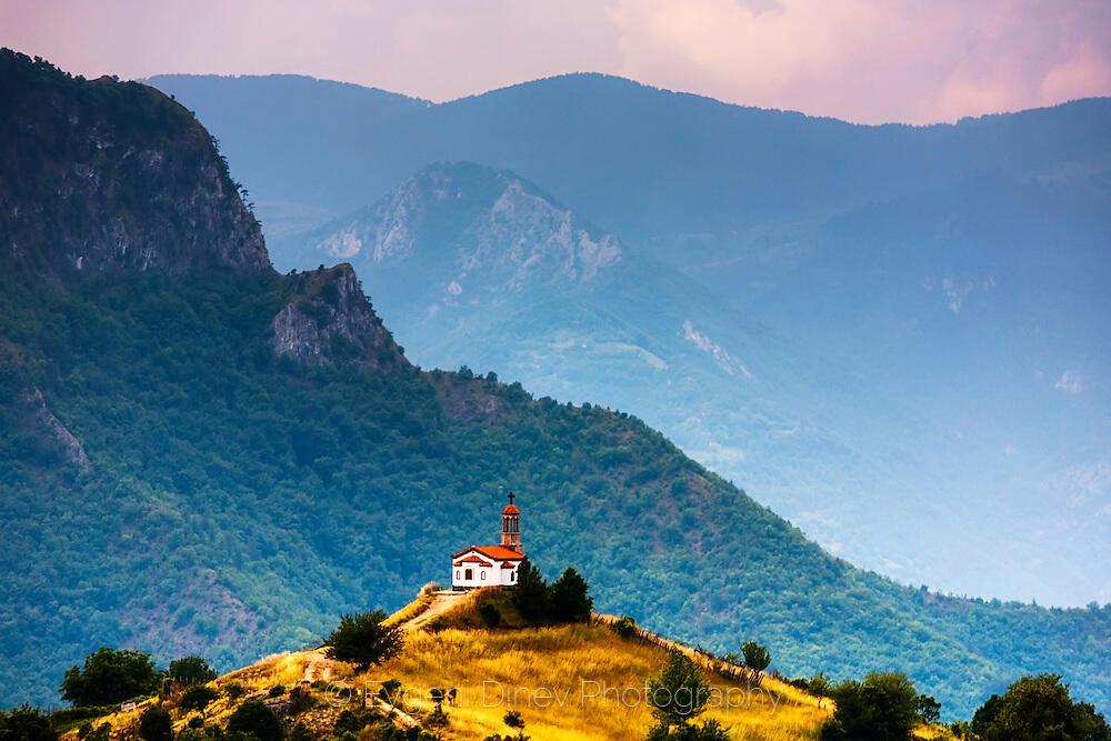 Църква до село Борово