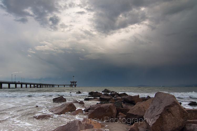 Мостикът и бурята