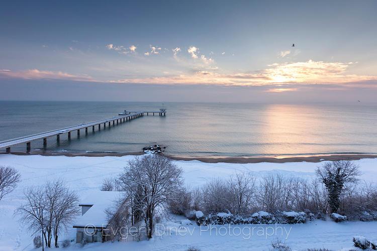 Бургаският мост през зимата