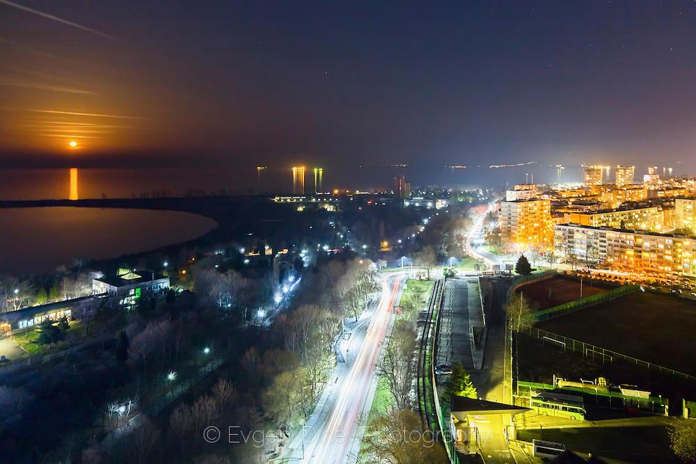 Лунна нощ над Бургас