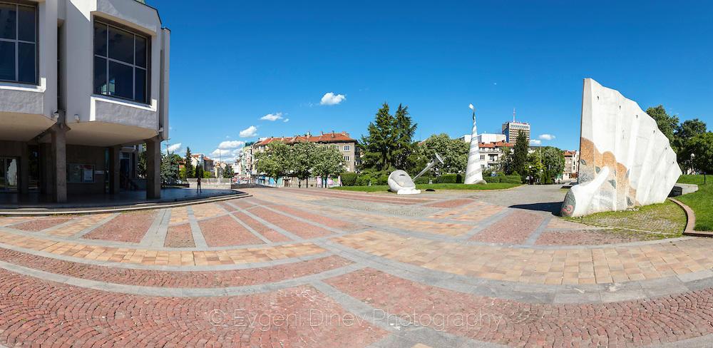 Площадът пред операта в Бургас
