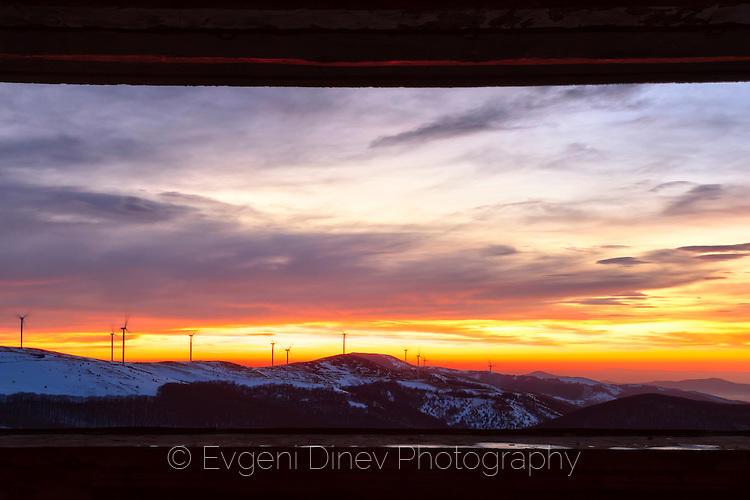 Прозорец към планината на ветровете