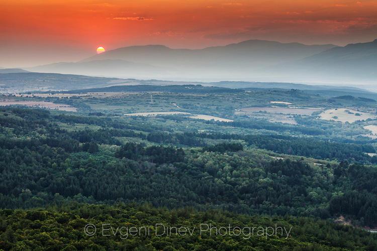 Залез над Средна Гора