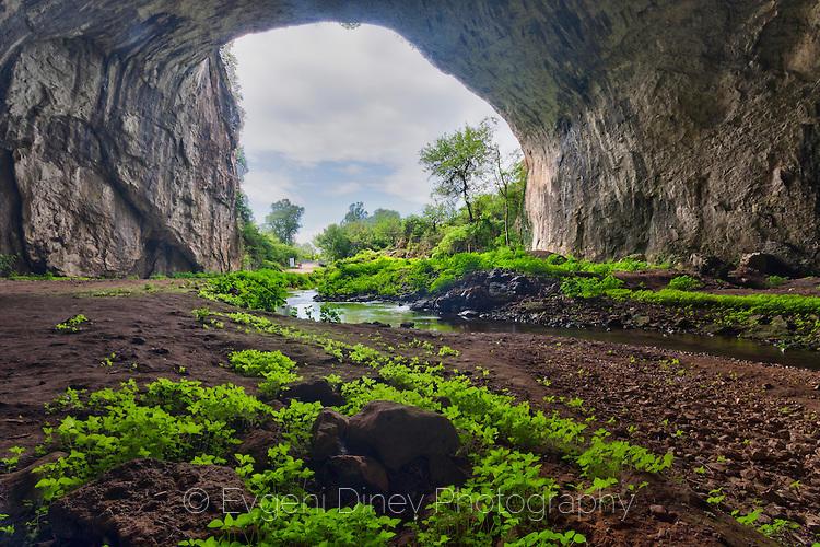 Гигантска пещера