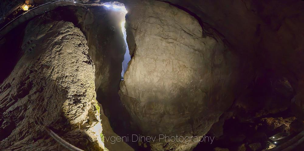Панорама в пещера