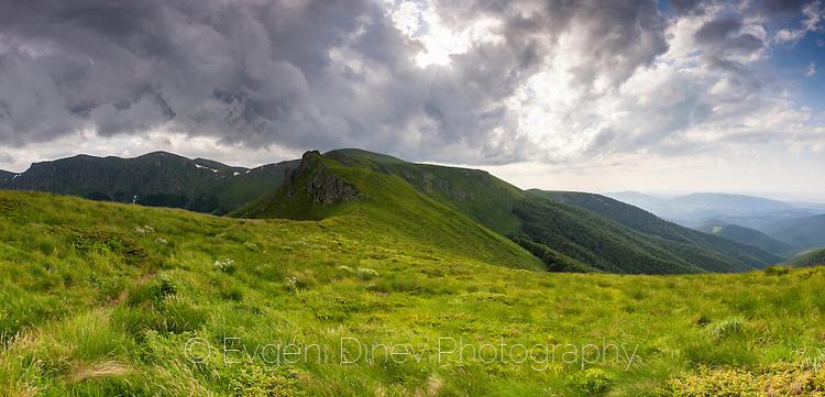 Панорама на Пещите скали