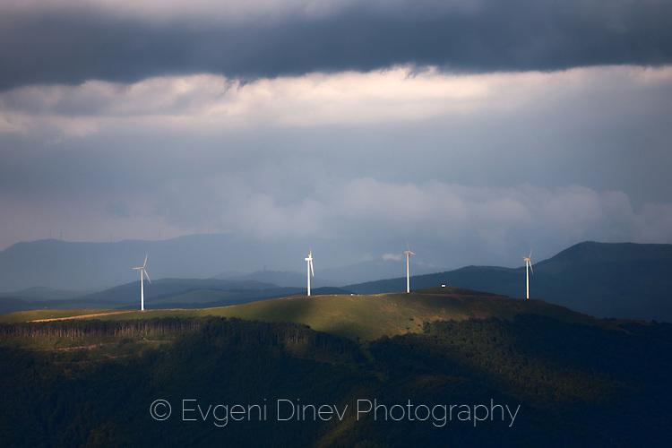 Ветро-турбини по Старопланинското било