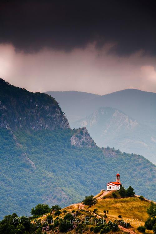 Храм в Родопите