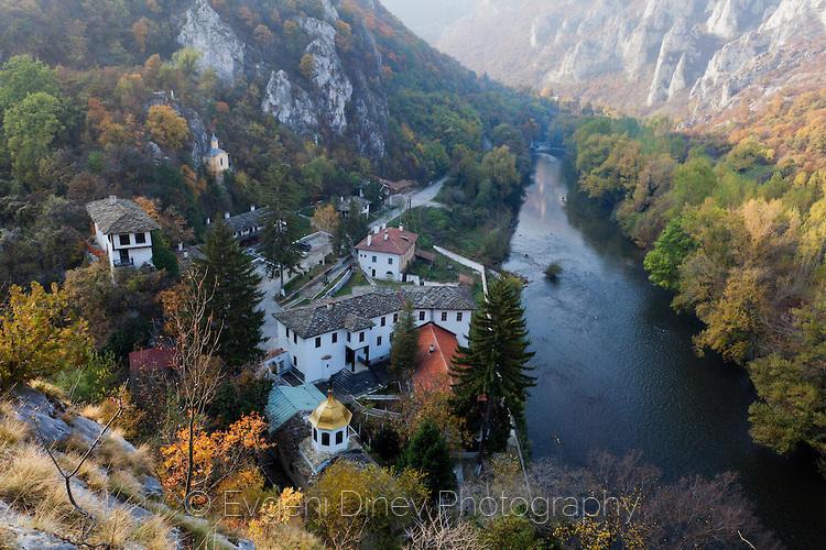 Черепишки манастир есента